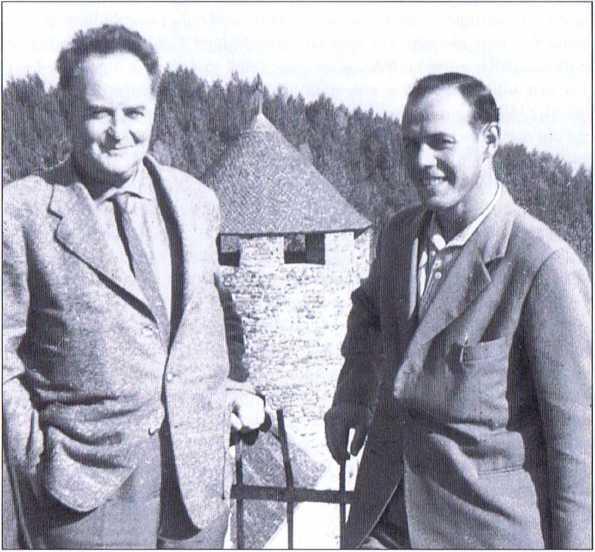 """Ottokar Destaller (links), der Gründer des """"Freundeskreises Südtirol"""" in Graz, mit Luis Amplatz."""