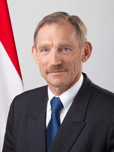 Innenminister Sándor Pintér (Bildquelle: kormany.hu)