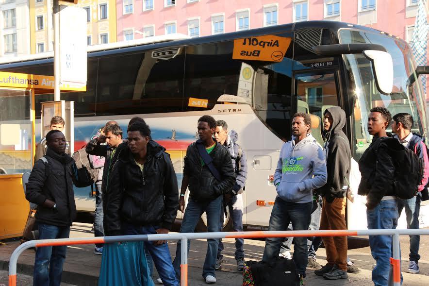Ganzer Reisebus voll illegaler Ausländer stellt Asylantrag