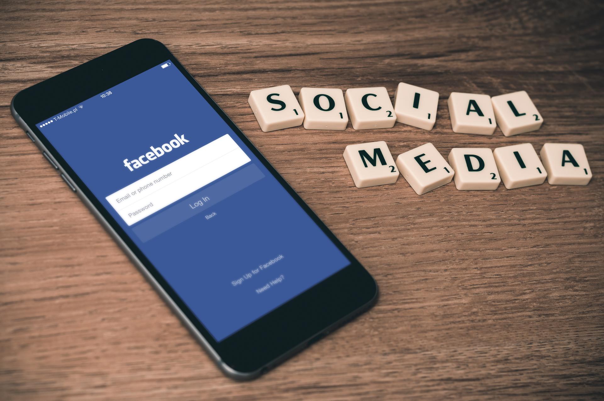 """Zensur: Ab morgen müssen """"Hasspostings"""" von Facebook gelöscht werden"""