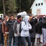 """""""Flüchtlinge"""" drehen wegen Corona-Quarantäne durch: Mit Kindern und IS-Flaggen gegen Einsatzkräfte"""