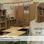 """""""Führung durch den Koran"""": Schulleiterin tritt mit Islamisten-T-Shirt im TV auf"""