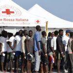 Italien: infizierte Boots-Migranten werden als pseudo-Covid-negativ über das ganze Land verteilt