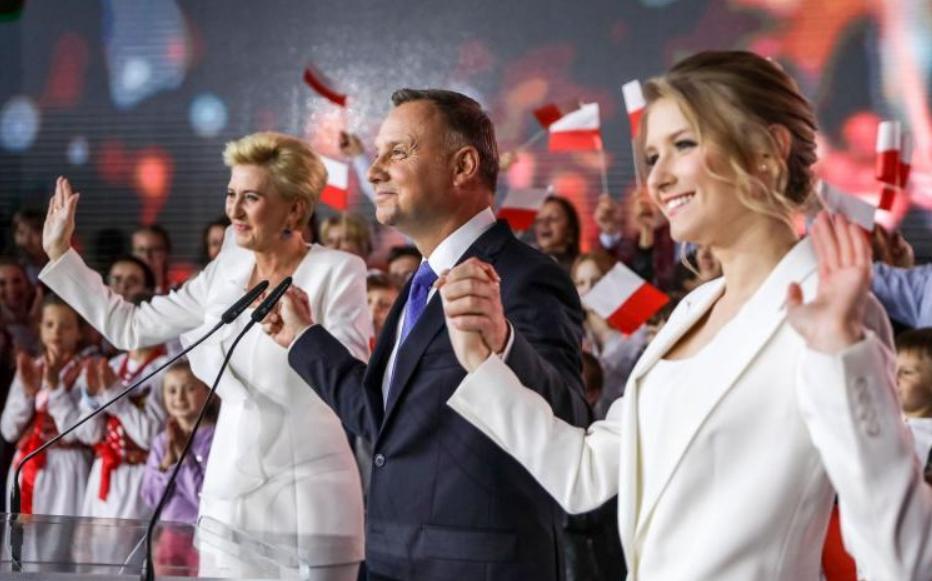 Duda wygrywa w Polsce z Berlinem, Brukselą i Sorosem