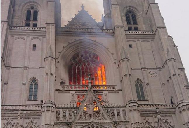 Kathedrale Nantes Brennt