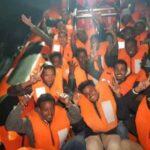 Griechenland schiebt illegale Einwanderer mit Gummibooten ab