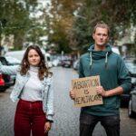 Menschenverachtend: Grüne werben mit Kleiderbügel für Abtreibungen