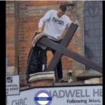 UK: Moslemischer Jugendlicher zerstört unbehelligt Kreuz auf Kirche