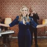 Protest-Song von Nina Proll gegen Demokratieabbau und Corona-Maßnahmen