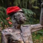 Mailand: linke Aktivisten stellen abscheuliche Statue auf