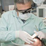 Zahnarzt spricht Klartext: Mund-Nasenschutz zerstört Zähne und Gebiss