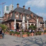 Frankfurt: Polizei von 500 bis 800 Randalierern angegriffen