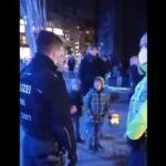 Polizei: Bei Migranten Hosen voll – gegen unschuldige Kinder bei Martinsumzug stark!