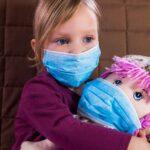 Corona-Terror gegen Kinder: Kinderarzt zieht wegen Maskenpflicht vor Strafgerichtshof in Den Haag