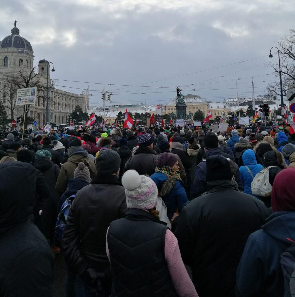 Österreichs Regierung in Panik: Nächste Großdemos in Wien gegen Corona-Diktatur