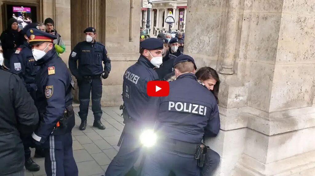 Polizei: Bei jugendlichen Moslems Hosen voll – gegen wehrlose Frauen stark (VIDEO)