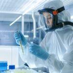 Czeski biolog molekularny: pandemia Corony sztucznie podtrzymywana przy życiu przez wirusy stworzone w laboratorium