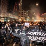 Dänen demonstrieren gegen den Gesundheitspass, gleichbedeutend mit Impfpflicht