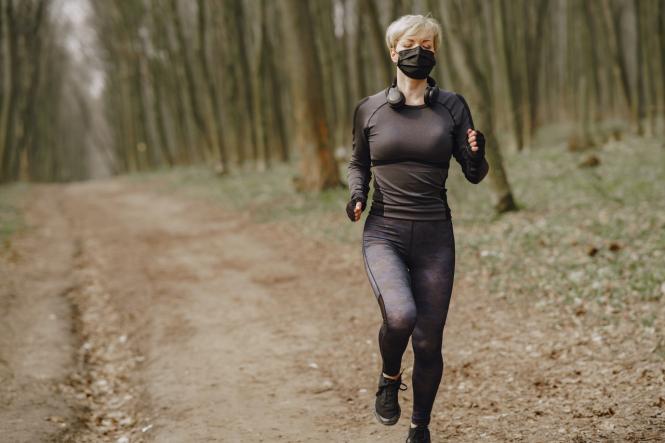 Corona-Wahnsinn: Maskenpflicht beim Joggen in Hamburg, Steh- und Sitzverbot in Düsseldorf!