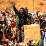 Kanaren vor dem Kollaps: Tausende illegale Migranten randalieren und wollen Weiterfahrt nach Kontinentaleuropa