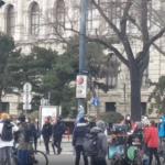 Wien: Polizei schaut bei Klima-Demo weg – volle Härte bei Corona-Protest