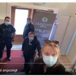 Kanada: mutiger polnischer Pfarrer schmeißt Corona-Polizei aus seiner Kirche (VIDEO)